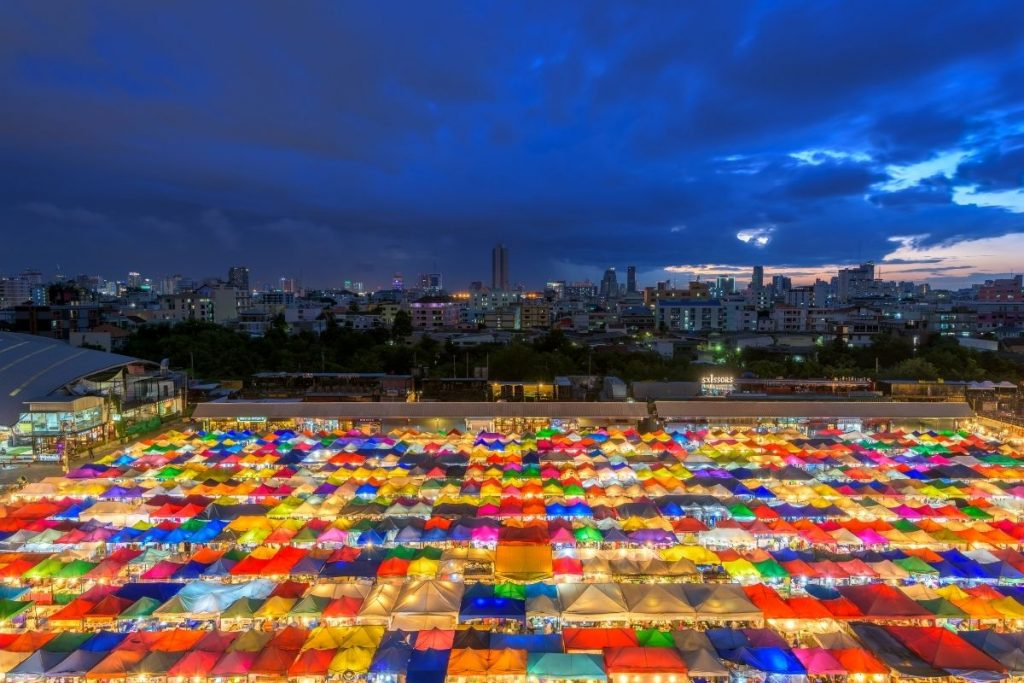 Talad Rot Fai Night Market in Bangkok