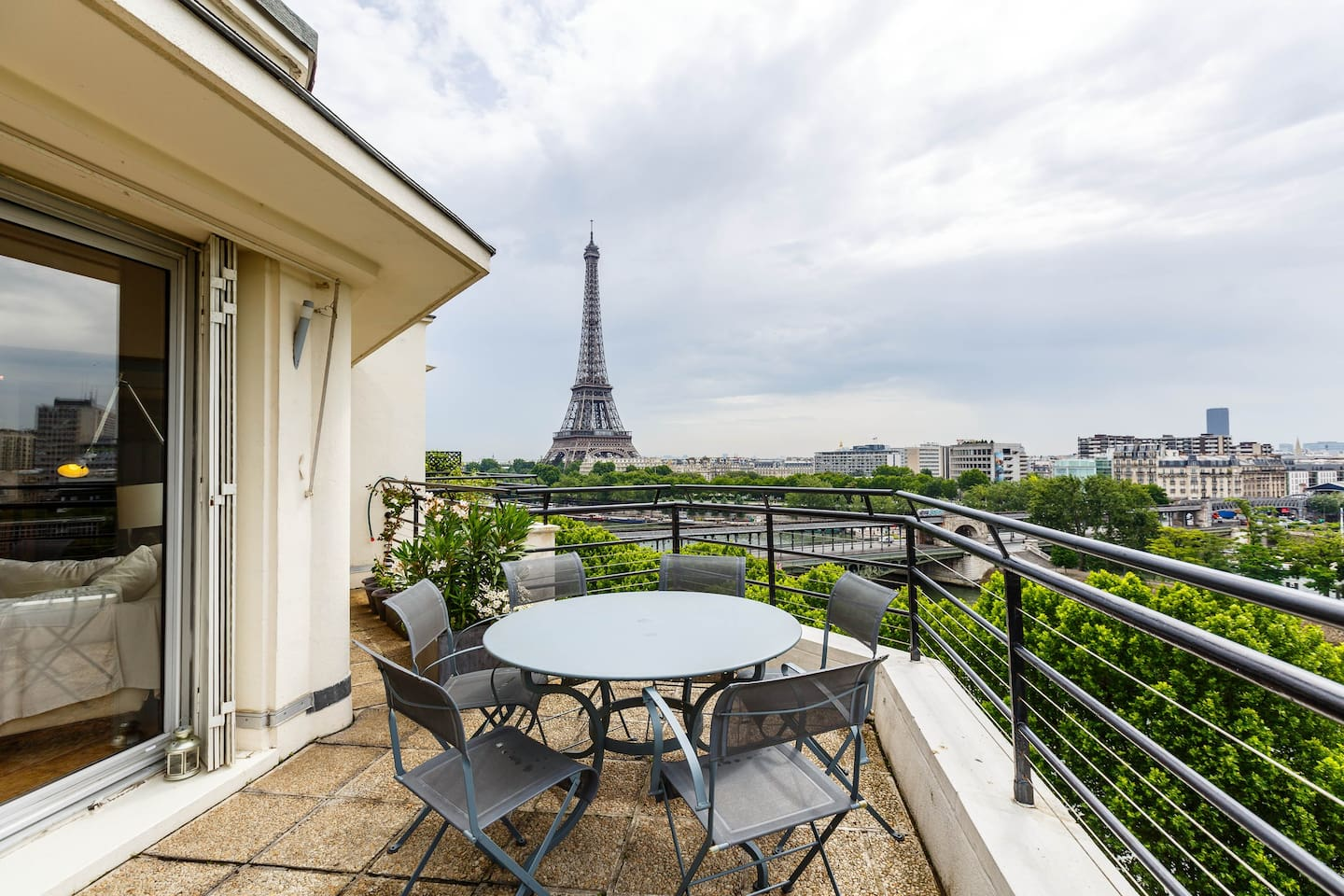 Magnificent view on Eiffel Tower Paris Airbnb
