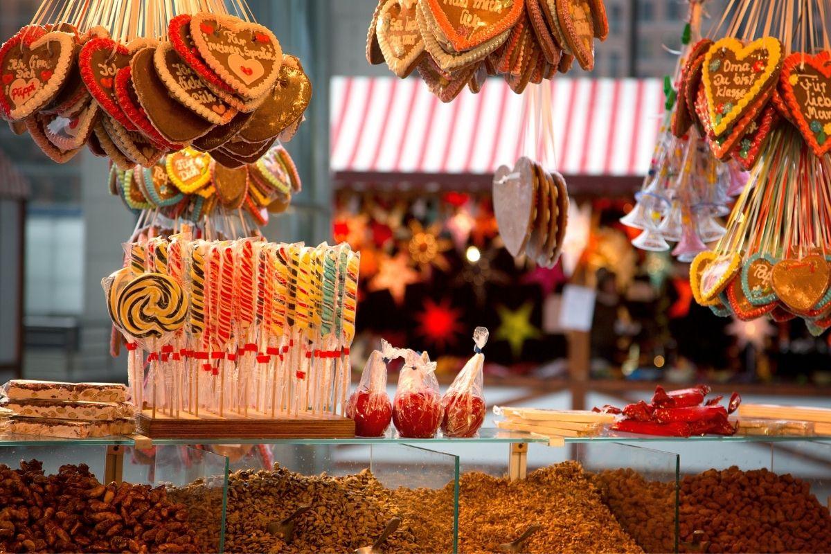 Gingerbread hearts at a Christmas market