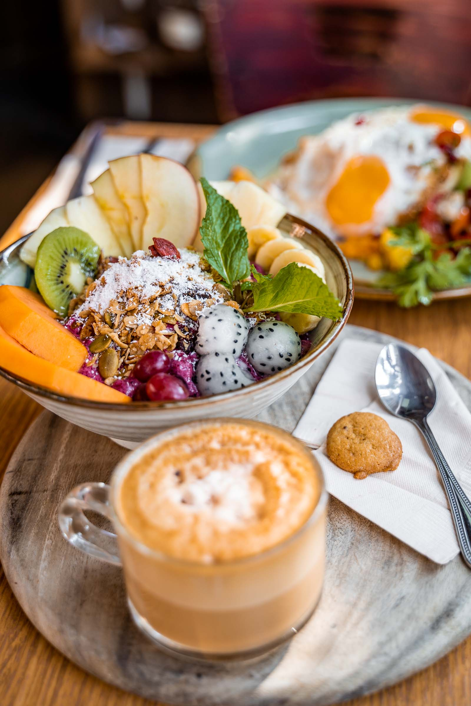 Breakfast in Chiang Mai with smoothie bowl and coffee at Rustic and Blue
